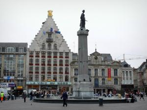 Lille - Grand'Place square (General de Gaulle square), the Déesse column, fountain, the Voix du Nord building (Flemish facade), the Grand'Garde (building home to the North theatre) and houses