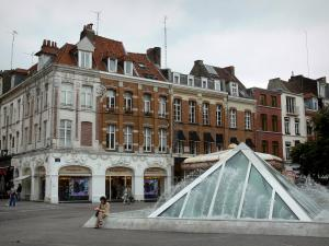 Lille - Fountains of the Rihour square, houses and shop