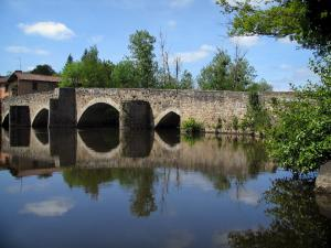 Limousin landscapes - Stone bridge spanning a river