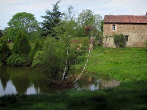 Limousin landscapes - Stone house, prairie, trees and pond
