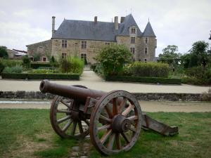 Logis de la Chabotterie manor house - Cannon in foreground, fenced garden and lodge