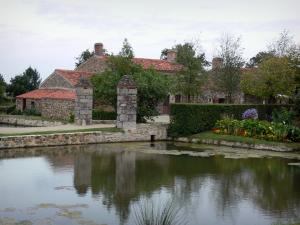 Logis de la Chabotterie manor house - Lake and outbuildings
