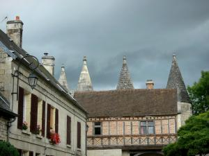 Longpont - Half-timbered floor and turrets of the fortified gate of the abbey, and facade of a house in the village