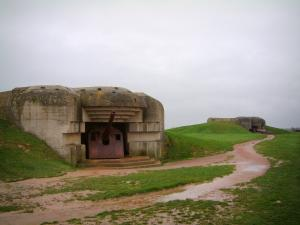 Longues-sur-Mer battery - German battery: bunkers with artillery