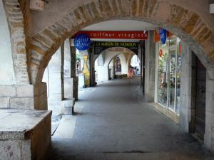 Lons-le-Saunier - Under the arches of the Commerce street (Arcades street)