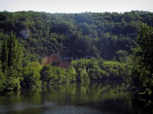 Lot valley - Lot river and trees along the water, in the Quercy
