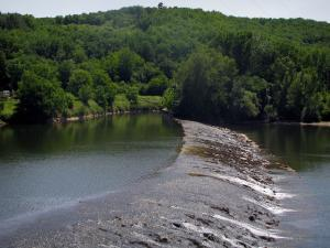 Lot valley - Lot river and trees, in the Quercy