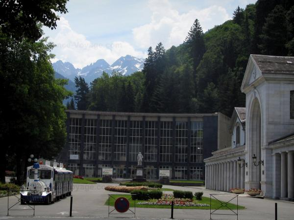 Luchon - Hydropathic establishment (Thermes), small tourist train, trees and Pyrenees mountains