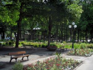 Luchon - Benches, flowerbeds and trees of the park, bandstand in background