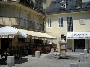 Luchon - Small place featuring a fountain, restaurant terrace, shop and houses of the spa town