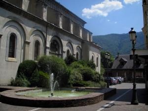 Luchon - Pond with fountain, lamppost and church of the spa town