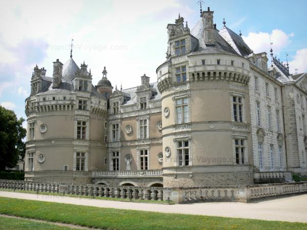 Le Lude castle - Round towers, Francis I facade (Renaissance), and Louis XVI facade (classical style) of the castle; in the town of Le Lude