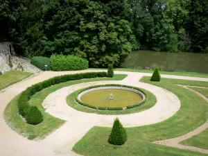 Le Lude castle - Gardens of Le Lude castle: pond of the bottom garden (French-style formal garden) along River Loir; in the town of Le Lude