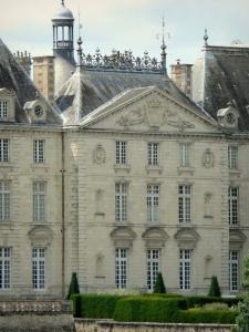 Le Lude castle - Louis XVI facade (classical) and L'Éperon garden