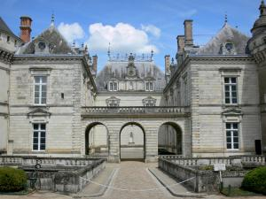 Le Lude castle - Courtyard of the castle