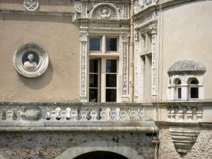 Le Lude castle - Detail of the Francis I facade (Renaissance)
