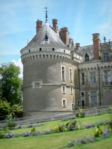 Le Lude castle - Tower and north facade of the castle