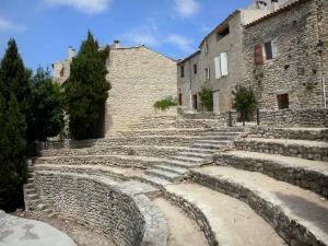 Lurs - Open-air theatre and stone houses of the village