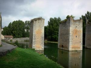 Lussac-les-Châteaux - Drawbridge pillars of the former castle (remains), pond and trees