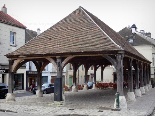 Luzarches - Covered market hall and houses of the town; in the Oise-Pays de France Regional Nature Park