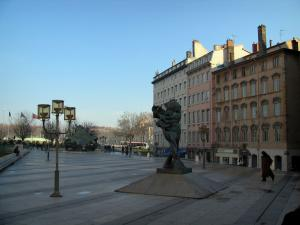 Lyon - Peninsula: Louis-Pradel square with sculptures and houses