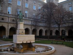 Lyon - Peninsula: Benedictines' former convent home to the Fine art museum, with its garden and its galleries