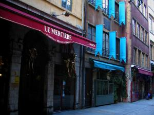 Lyon - Peninsula: houses and restaurants of the Mercière street