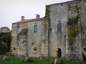 Maillezais abbey - Remains of the Saint-Pierre abbey: convent buildings