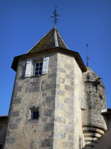 Maine-Giraud manor house - Tower of the manor house, in Champagne-Vigny