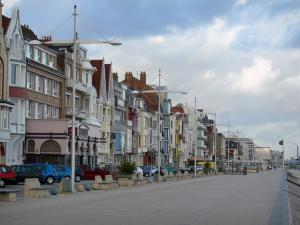 Malo-les-Bains - Opal Coast: dike-walk, houses and buildings (seafront) of the seaside resort