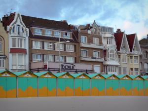 Malo-les-Bains - Opal Coast: houses (seafront) of the seaside resort, beach huts and sand