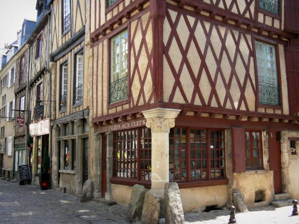 Le Mans - Old Mans - Plantagenet town: Half-timbered houses of the old town, whose house Pillar to the Keys