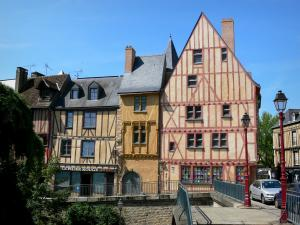 Le Mans - Old Mans - Plantagenet town: view of the old half-timbered houses of the old town, including the Red Pillar house