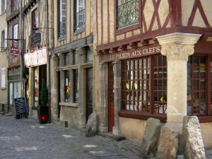 Le Mans - Old Mans - Plantagenet town: half-timbered houses of the old town, including the Red Pillar house
