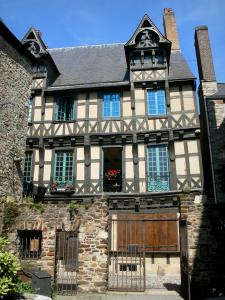 Le Mans - Old Mans - Plantagenet town: Deux Amis house (old half-timbered house)