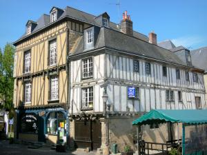 Le Mans - Old Mans - Plantagenet town: half-timbered houses, including the Red Pillar house