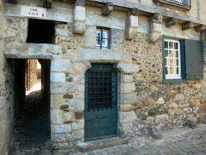 Le Mans - Old Mans - Plantagenet town: house facade of the old town