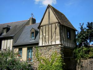Le Mans - Old Mans - Plantagenet town: suspended house