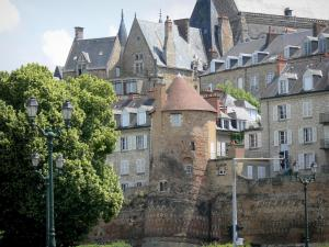 Le Mans - Tower of the Roman walls, and facades of the old town