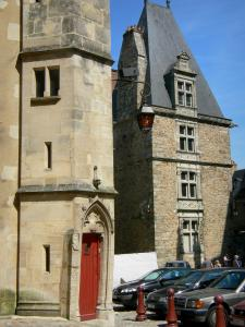 Le Mans - Old Mans - Plantagenet town: facades of the old town, including the Grabatoire palace (bishopric) on the right