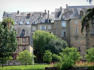 Le Mans - Facades of the old town and greenery