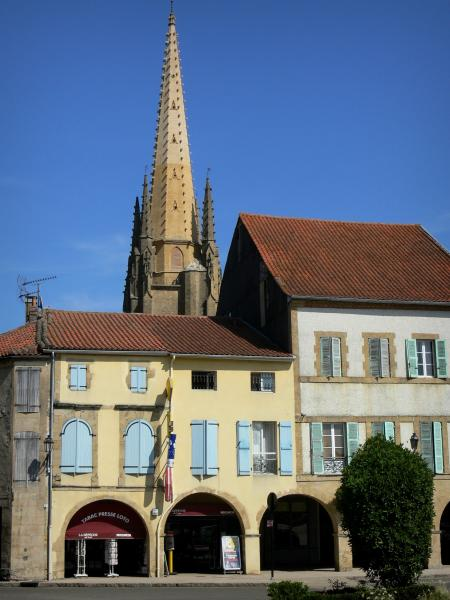 Marciac - Spire of the Notre-Dame-de-l'Assomption church overlooking the houses of the arcaded square of the bastide fortified town