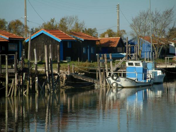 Marennes - Cayenne port: channel, colourful boats and huts in the oyster port