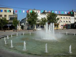 Marmande - Fountain, shops and facades in the town