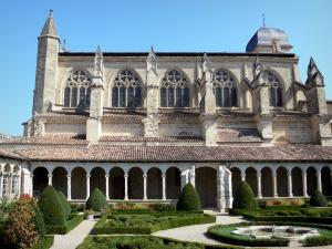 Marmande - Notre-Dame gothic church with its Renaissance cloister and its French-style formal garden