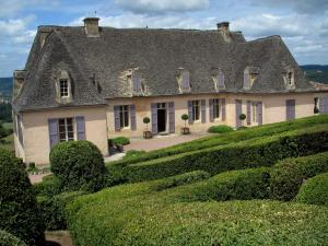 Marqueyssac gardens - Castle, shrubs in jars and hand-clipped box trees, in the Dordogne valley, in Périgord