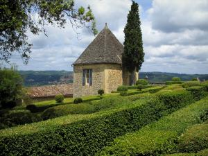 Marqueyssac gardens - Hand-clipped box trees and clouds in the sky, in the Dordogne valley, in Périgord
