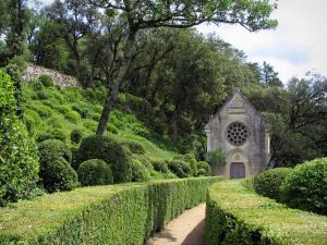 Marqueyssac gardens - Path leading to the chapel