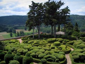 Marqueyssac gardens - Hand-clipped box trees and trees with view of the surrounding hills