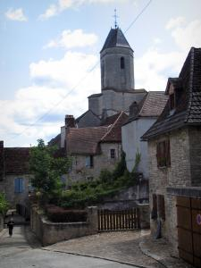 Martel - Bell tower of the Saint-Maur church and houses of the city, in the Quercy